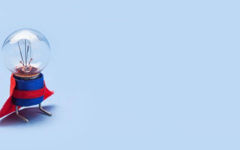 super-light-bulb-hero-classic-red-blue-costume-8P32VC7-min